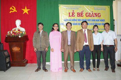 Hình ảnh Lễ Bế giảng lớp chuẩn chức danh nghề nghiệp tại Quảng Sơn