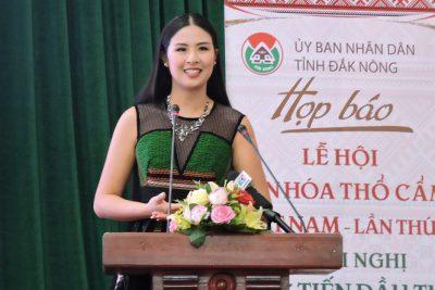 Hoa hậu Ngọc Hân làm đại sứ văn hóa thổ cẩm Việt Nam