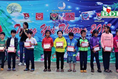 Tặng 1000 suất quà cho trẻ em nghèo tại xã Đắk Ha